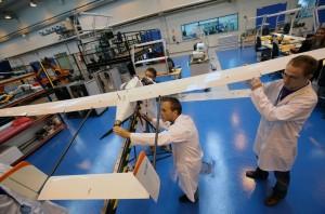 Montaje de drones en el Catec (Aeropolis)