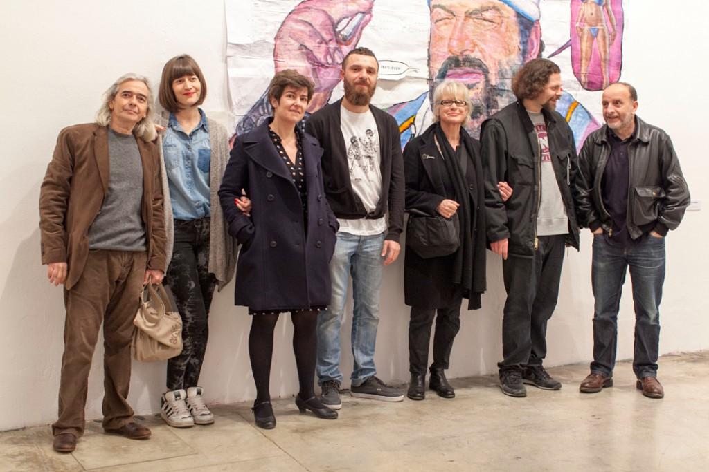 Laura Calvarro (segunda por la izquierda) y Selena (cuarto), en Delimbo, con artistas en la inauguración de la exposición Mr.Kern