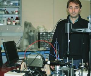 José Manuel Gordillo, en su laboratorio en la Universidad de Sevill