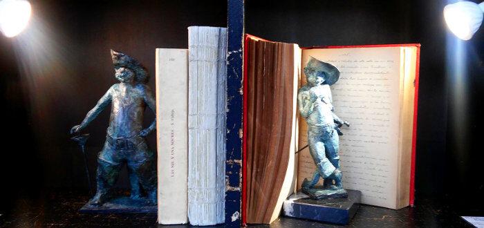 'El gato con botas', escultura en bronce de José Morla (En Babia)