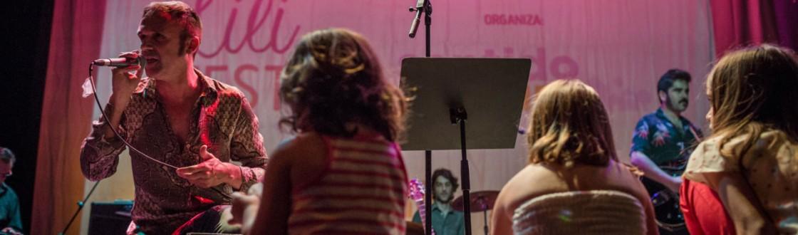 Niños en el concierto de Los Sentíos durante el Lilifest 2015. Fotografía de Juan Luis Morilla