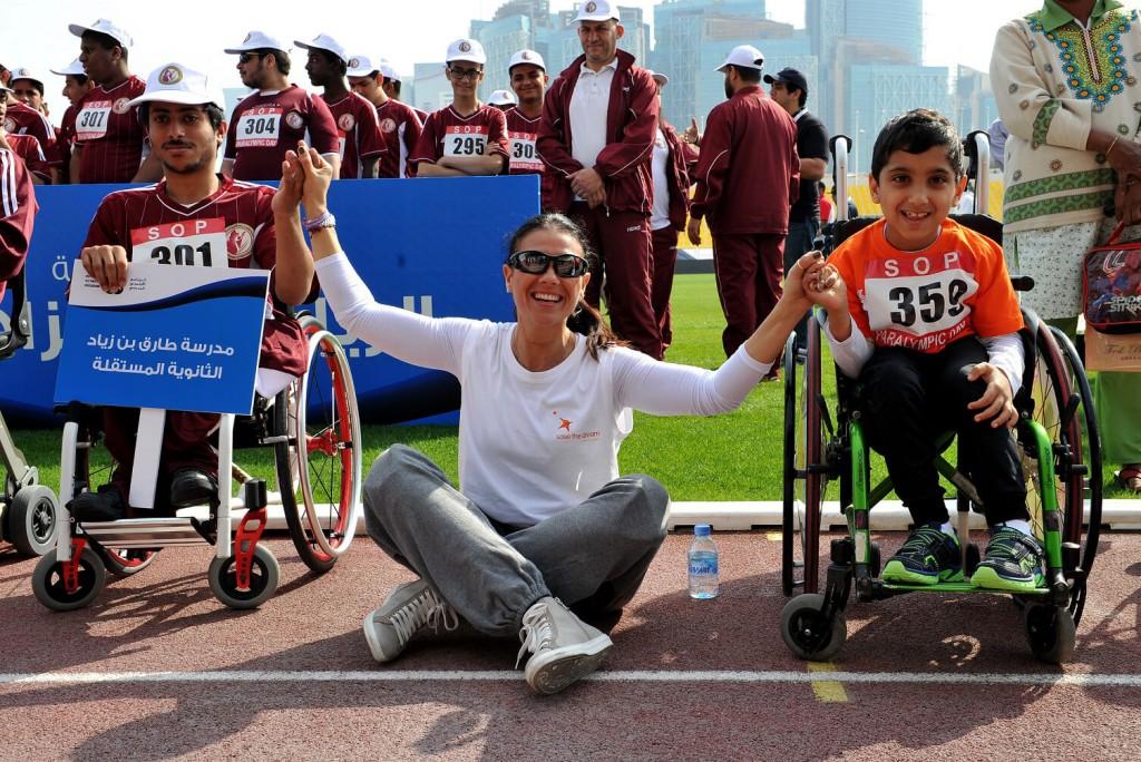 La italiana Giusy Versace, atleta paralímpica con dos piernas ortopédicas, en una actividad de Save the Dream con niños discapacitados.