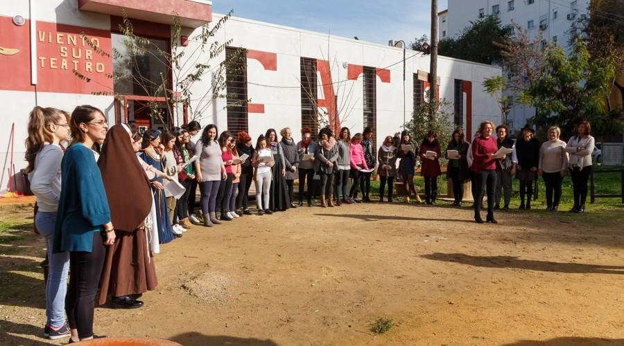 Protagonistas de 'Mujeres Reales' en los jardines del Teatro Viento Sur