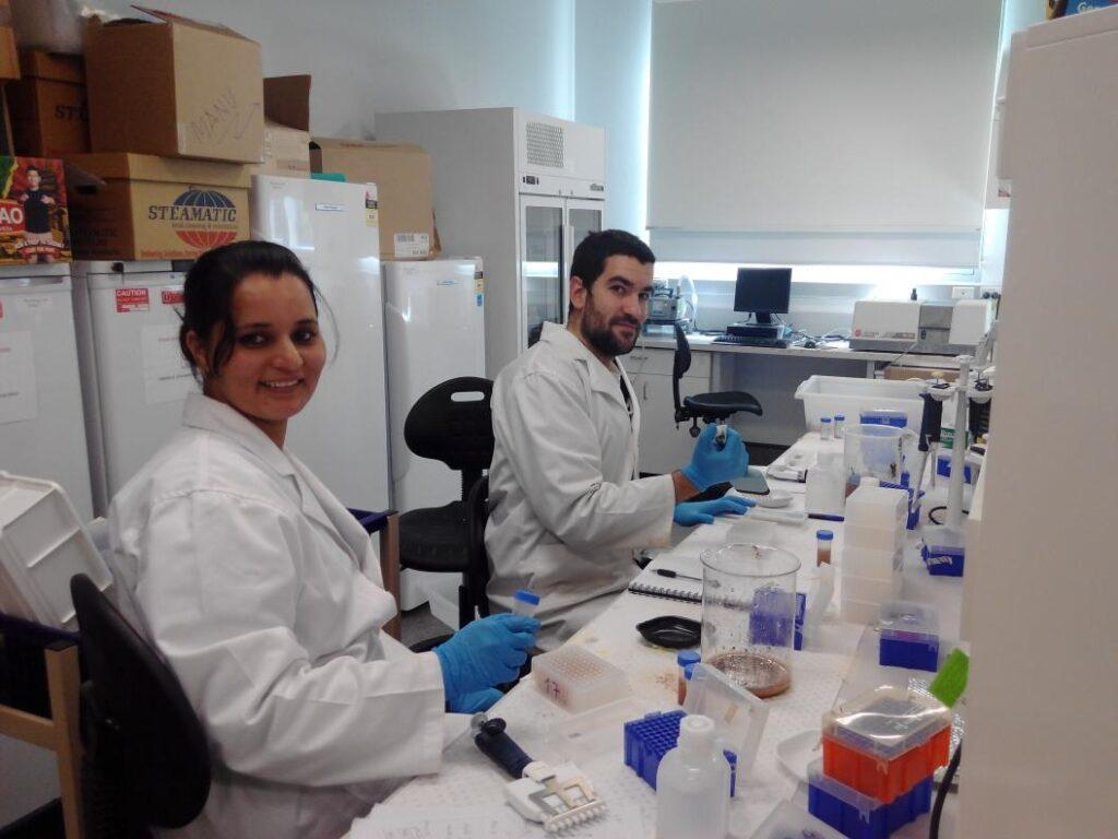 Manuel Delgado Baquerizo en el laboratorio.